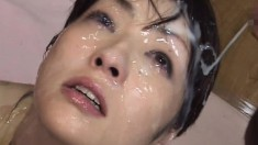 Kinky Japanese babe invites her lover to spray his load on her face