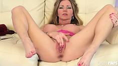 Amber Michaels has got her legs wide open for you, what are you waiting for?