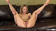 Kelly Klass can't stop her legs shaking as she fucks herself