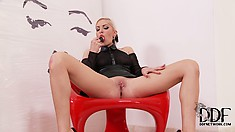 White haired blonde in latex puts on a show toying her pink slit