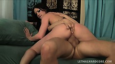 Nice girl Jennifer White is a real squirter with super lusty cunt